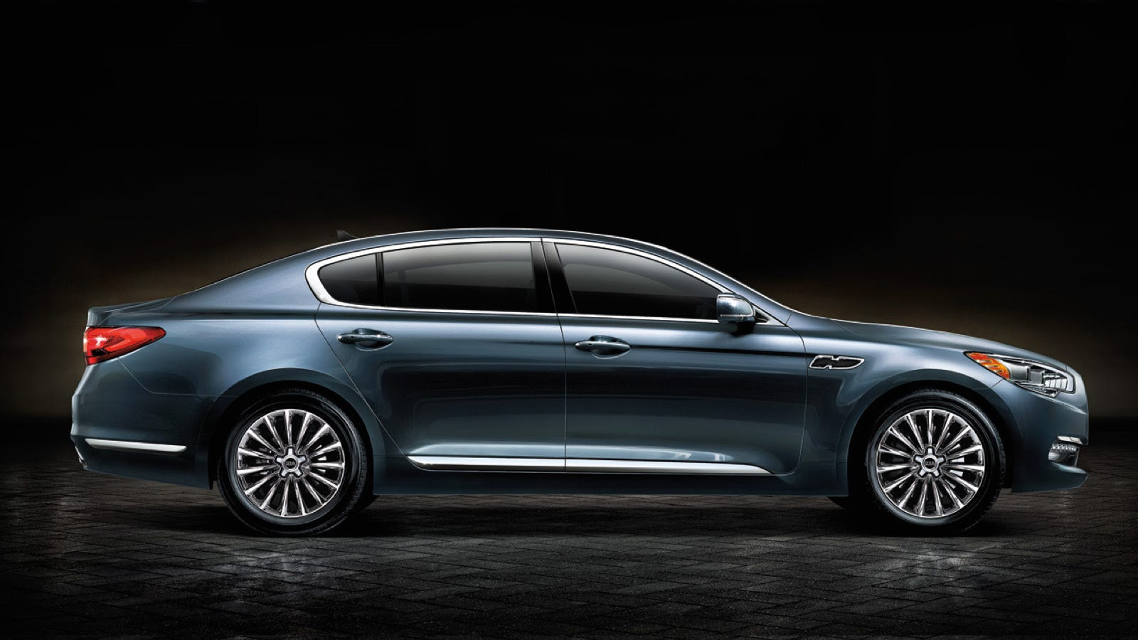 the rear drive flagship kia k900 will drop at the la auto show. Black Bedroom Furniture Sets. Home Design Ideas