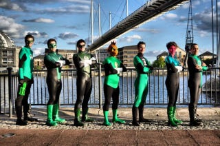 Illustration for article titled Green Lantern cosplay that looks cooler than the movie costume