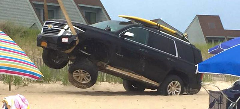 Illustration for article titled This Is Why You Don't Take Your SUV Surfing