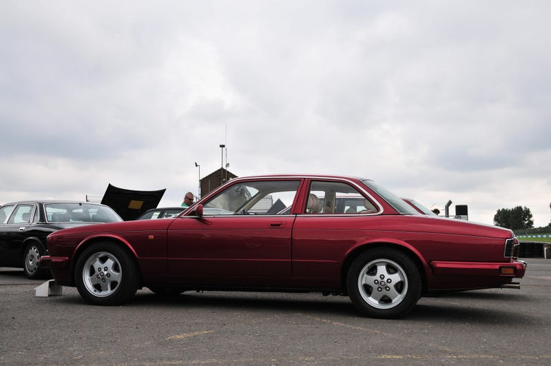 Illustration for article titled Neat, there's a 1-off XJ40 Coupe :)