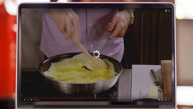 Illustration for article titled Masturbating Mom Can't Get Bobby Flay Southwestern Eggs Demo To Stop Buffering