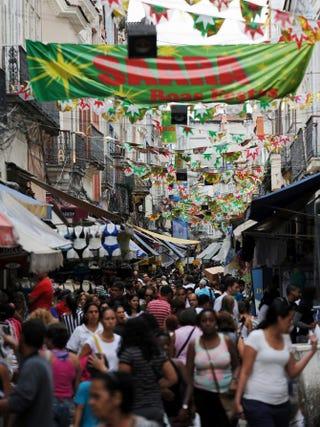 People crowd the popular market Saara in downtown Rio de Janeiro, Dec. 27, 2011. VANDERLEI ALMEIDA/AFP/Getty Images