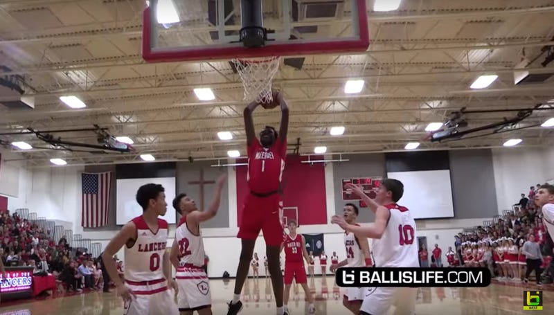 Illustration for article titled Bol Bol, Manute Bol's 17-Year-Old Son, Is Already A Beast