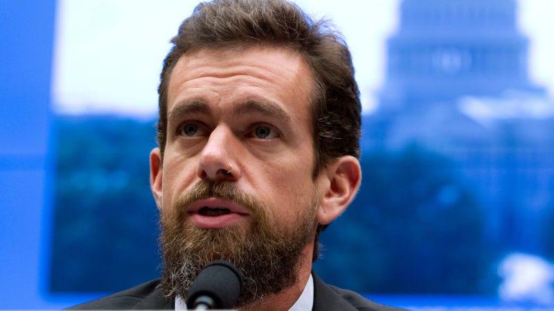 Internet estalla contra Jack, el CEO de Twitter, después de que fuese al podcast de un conocido antivacunas