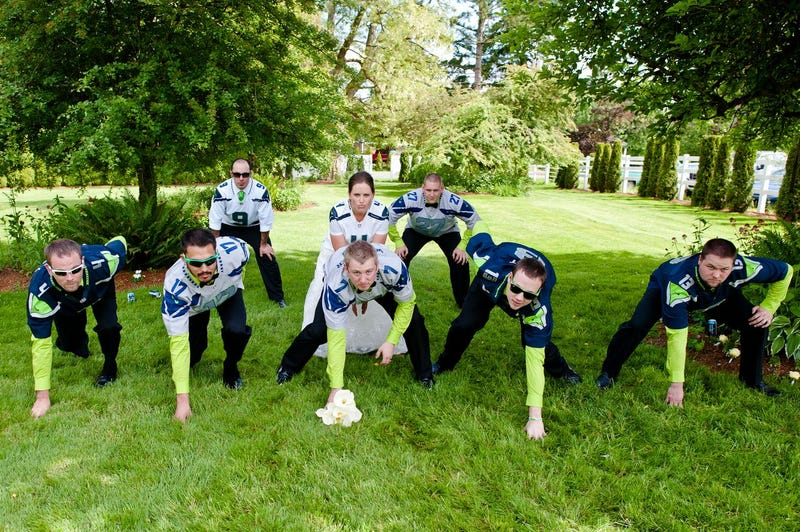 Illustration for article titled This Is What A Seahawks-Themed Wedding Looks Like