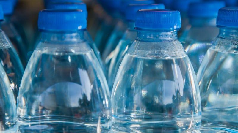Illustration for article titled Does bottled water go bad?