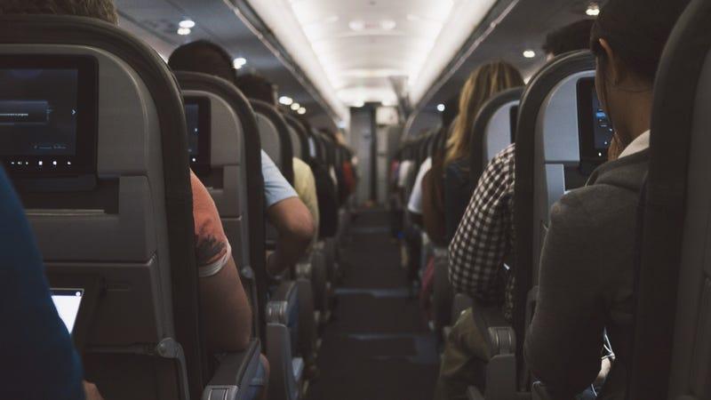 Illustration for article titled La sorprendente razón por la que los aviones apagan las luces durante el despegue y el aterrizaje