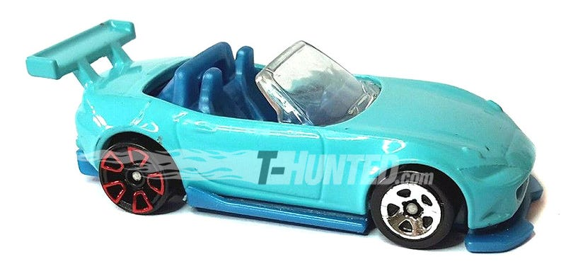 As with most Hot Wheels prototypes, the wheels are not final. Note its front end. See the rest on T-hunted.