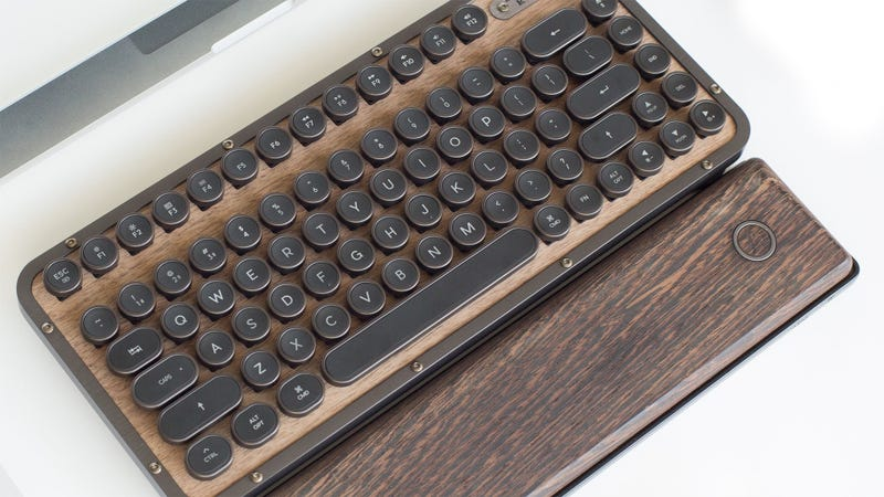 Illustration for article titled They Made A Compact Retro Keyboard Out Of Wood