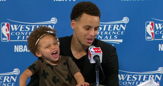 Illustration for article titled Watch Steph Curry's Daughter Riley Steal Daddy's Press Conference