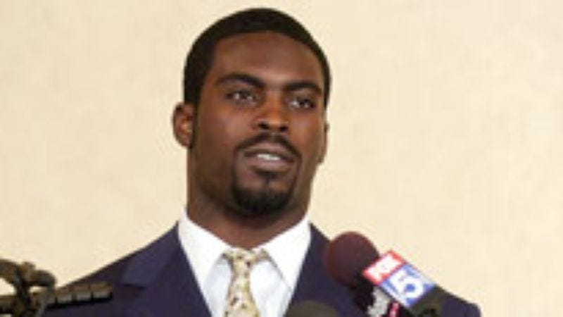 Illustration for article titled Michael Vick Hopes Jail Is Like The Longest Yard Without All The Throwing
