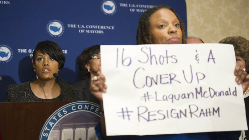 Illustration for article titled Steely Black Lives Matter Activist Disrupts Press Conference to Call For Rahm Emanuel's Resignation