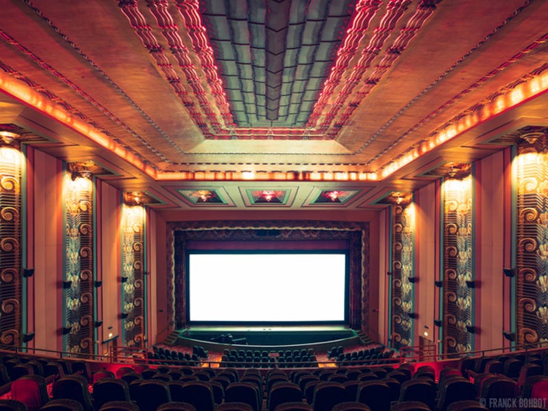 Illustration for article titled Photos of Movie Theaters Show the Former Grandeur of Cinema