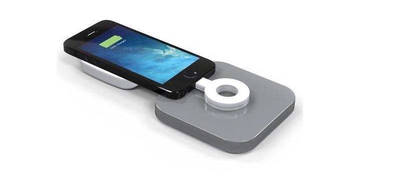 Illustration for article titled Duracell ha tenido la peor idea para cargar tu móvil sin cables