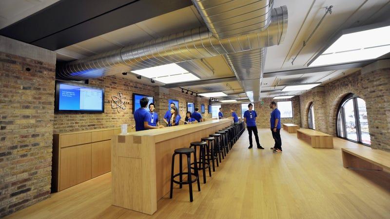 Empleados de una Apple Store. Imagen: Getty