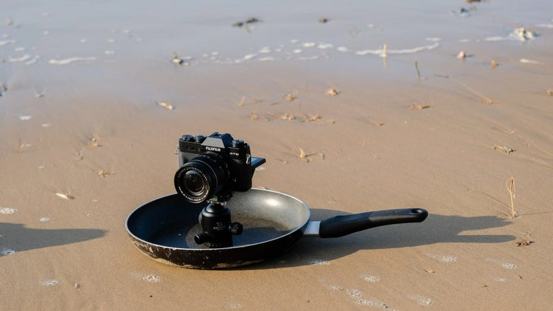 Illustration for article titled Make a Low-Angle Camera Mount Out of an Old Frying Pan