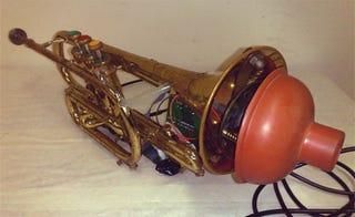 Illustration for article titled Trumpet Hero Mod Makes Rhythm Games Brassier