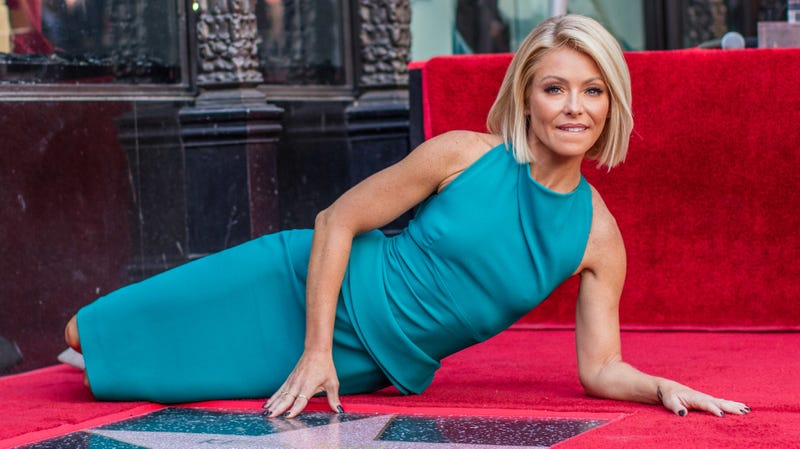 Illustration for article titled Do Not Believe What You Read About Kelly Ripa's Fingernails