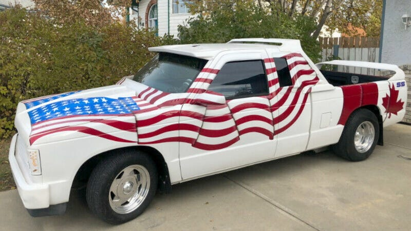 Illustration for article titled At $5,500 Canadian, Could You Find Common Ground With This Custom 1985 Chevy S10 Pickup?