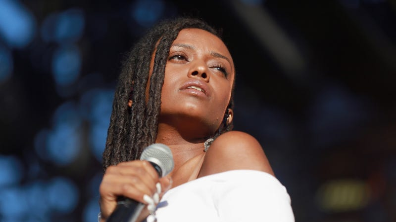 Kelela performing at Camp Flog Gnaw Carnival, October 2017. Images via Getty.