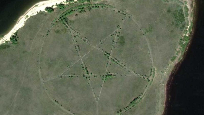 Illustration for article titled What the hell is this massive pentagram doing in Kazakhstan?