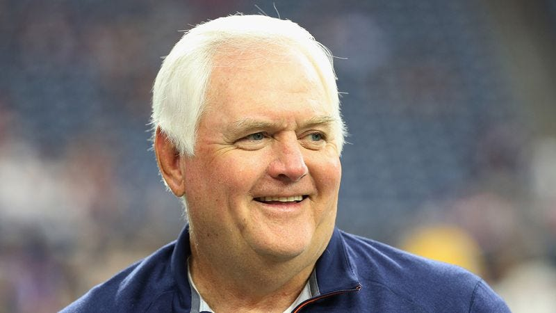 Illustration for article titled Wade Phillips Spends Game In Front Of Sideline Mist Machine With Mouth Open