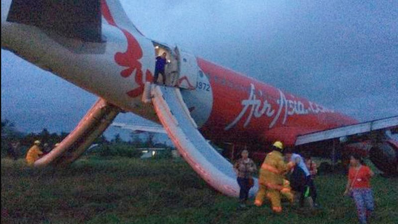 Illustration for article titled Air Asia Jet Overshoots Runway In Philippines