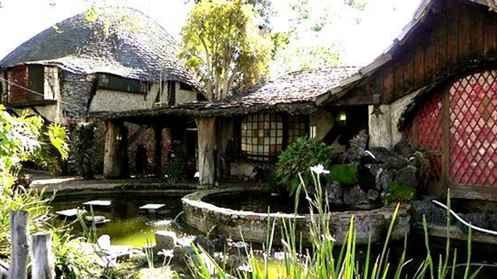 Oh My God There S An Actual Hobbit House In Los Angeles