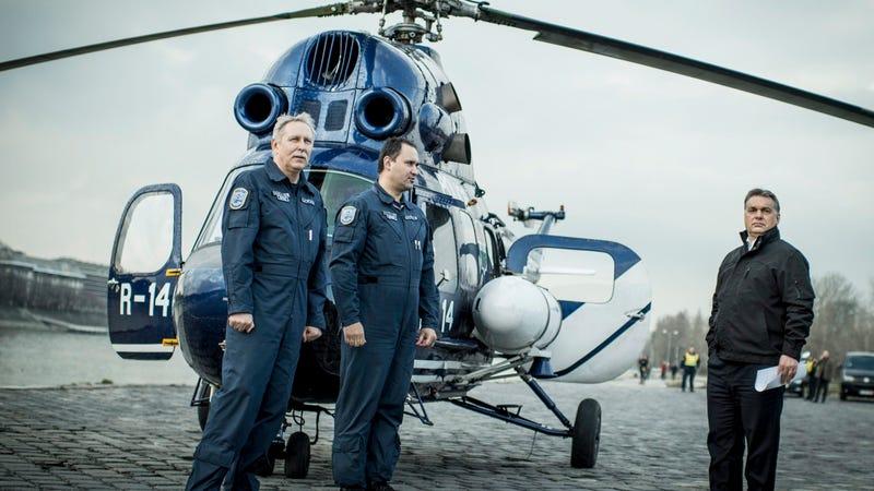 Illustration for article titled Orbán Viktor helikopterrel indult az ukrán határra