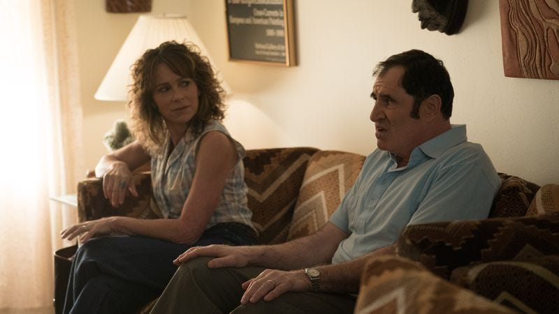Judy (Jennifer Grey) and Sam (Richard Kind)