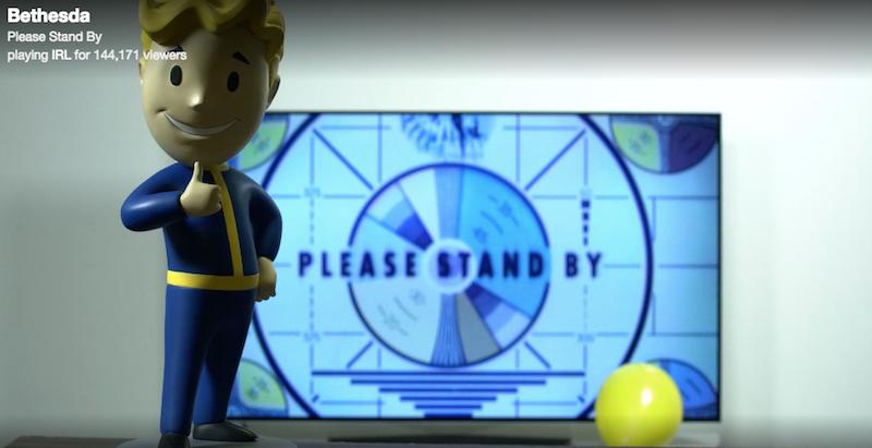 Illustration for article titled Hay millones de personas viendo en directo una figura de Fallout en una oficina delante de una pantalla