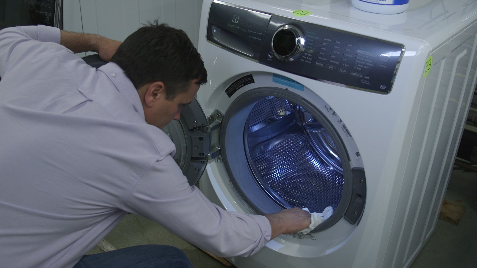 Keep Your Front Loading Washer Stink Free With These Four Tips