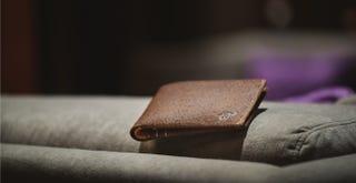 Illustration for article titled Esta billetera inteligente te avisa si la dejas olvidada