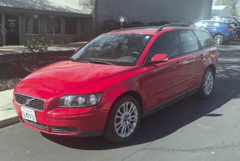 Illustration for article titled At $5,500, Could This 2005 Volvo V50 T5 AWD Be All The Swede You Need?