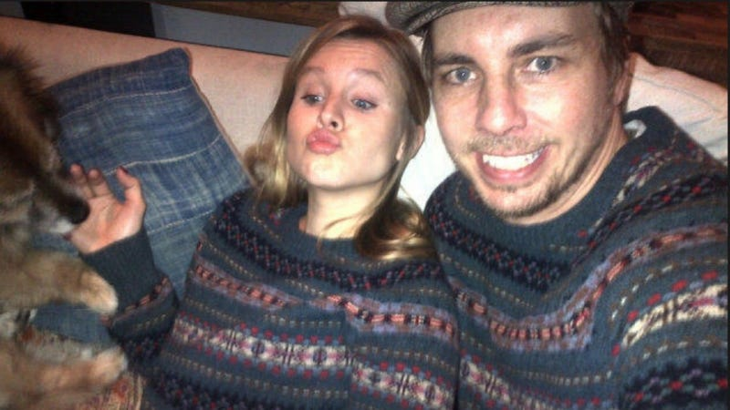 Illustration for article titled Dax Shepard and Pregnant Kristen Bell Commit To Matching Holiday Sweaters