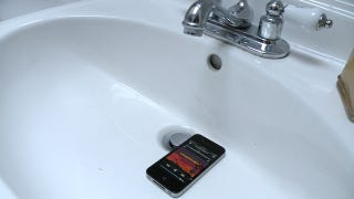 Illustration for article titled Put Your MP3 Player in the Sink for a Free Amplifier for Music in the Shower