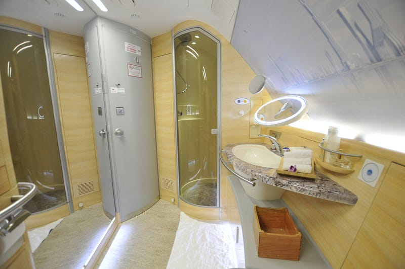 Illustration for article titled Here's How Showers Are Built For Emirates A380s