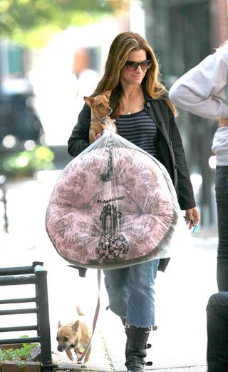 Illustration for article titled Sandra Bullock Strolls With Two Best Buds, Large Belly-Button