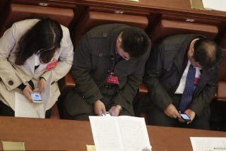 Illustration for article titled Chinese Politicians Ordered To Stop Playing With Their Phones