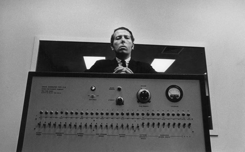 "MIlgram y su ""máquina"". Chronicle"