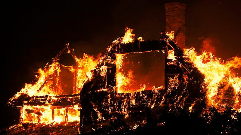 Illustration for article titled 16 Scary Photos ofCalifornia'sWildfires