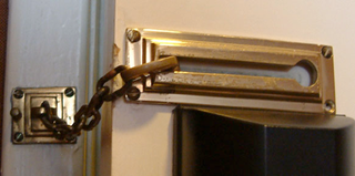 Illustration for article titled Unlock a Sliding Chain Lock with a Rubber Band