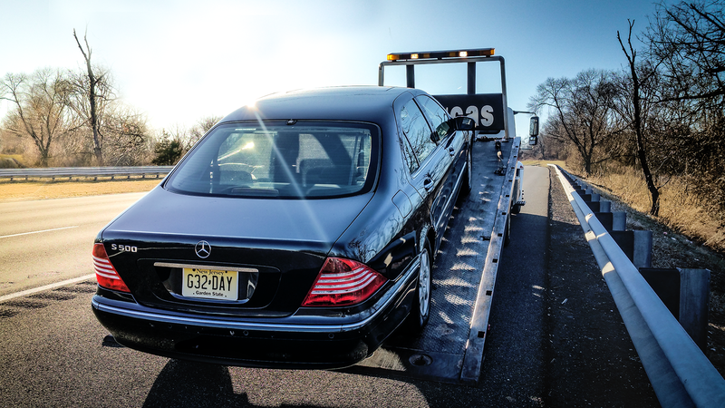 Illustration for article titled My Mercedes-Benz S-Class Broke Down On The Highway