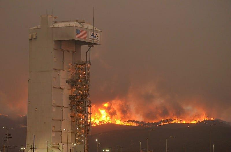 Canyon Fire and the ULA launch facility (Image: Santa Barbara County Fire Department / @EliasonMike)