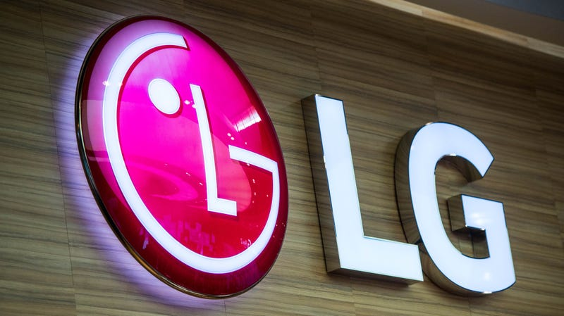 Illustration for article titled LG Has No Immediate Plans to Release a Foldable Smartphone, Head of Mobile Says