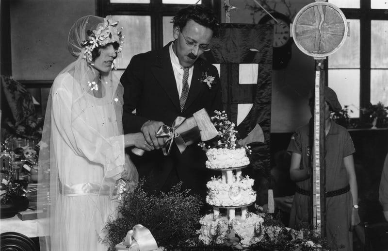 Illustration for article titled Wedding Traditions to Keep, Wedding Traditions to Trash