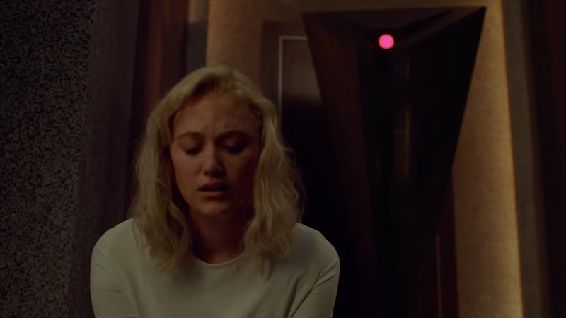 Maika Monroe stars as Julia, a woman who's trying to escape a house run by an evil AI in Tau.
