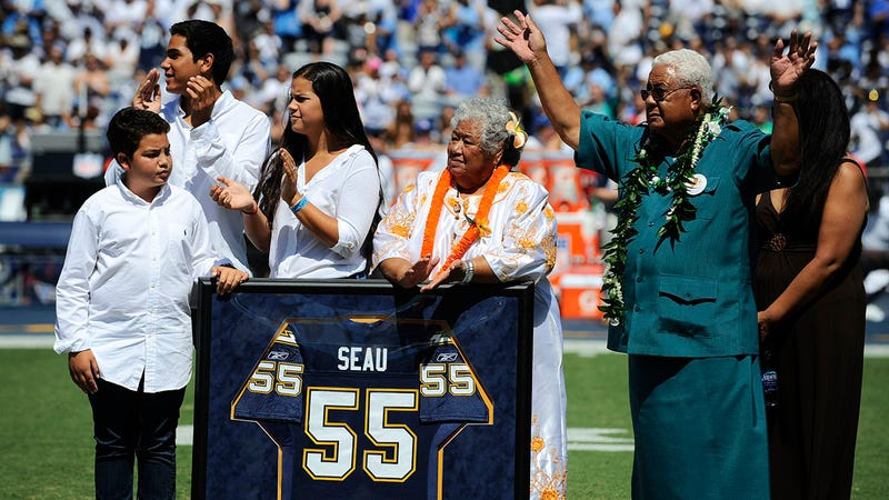 Illustration for article titled Junior Seau's Family Banned From Speaking At His Hall Of Fame Induction