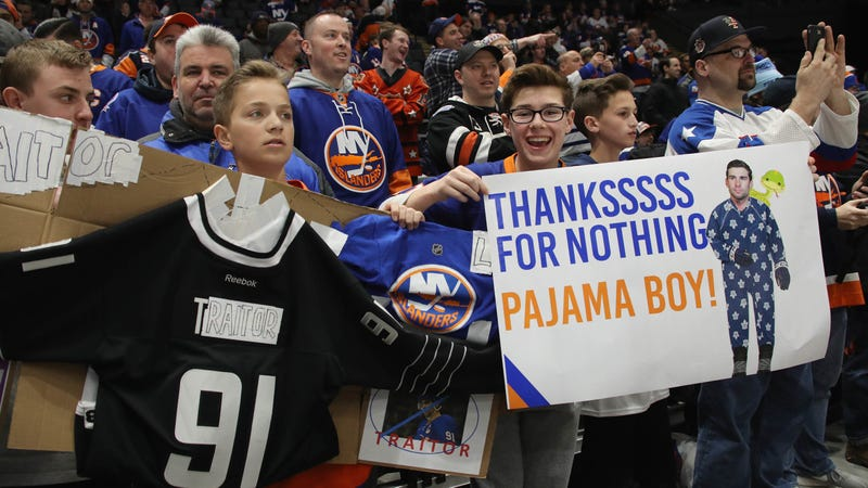"""Illustration for article titled Islanders Fans Treat John Tavares To """"Asshole"""" Chants, Hail Of Plastic Snakes In Return To New York"""