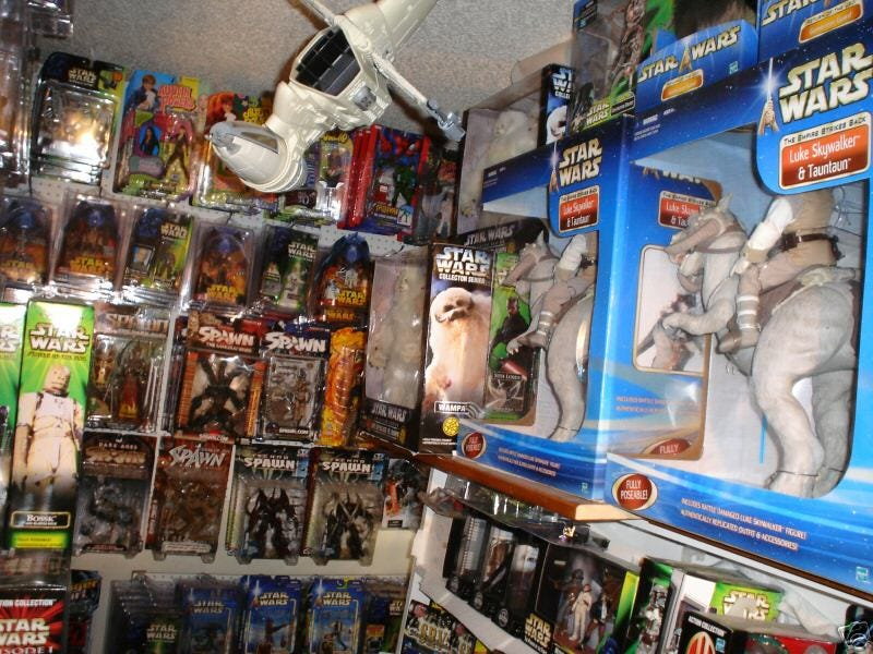 Illustration for article titled Real-Life 40-Year-Old Virgin Selling $35k Worth of Star Wars Action Figures on eBay